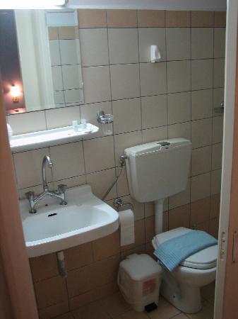Pasiphae Hotel: Baño