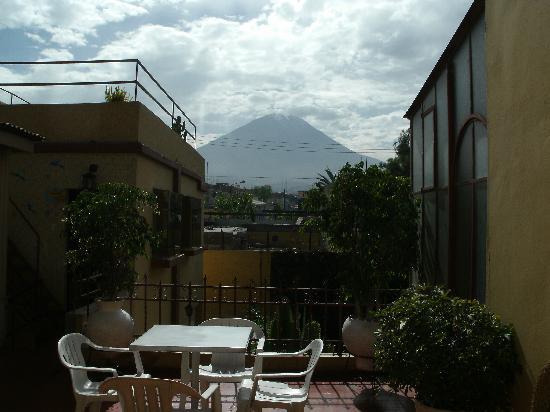Arequipa Hostel Tambo Viejo B&B: The view of El Misti from the patio