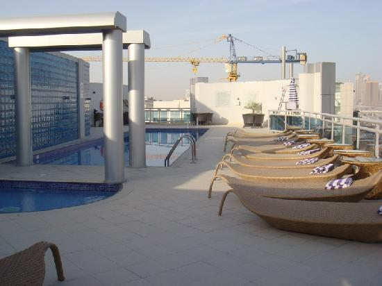 Rooftop swimming pool picture of holiday inn dubai al for Pool show dubai