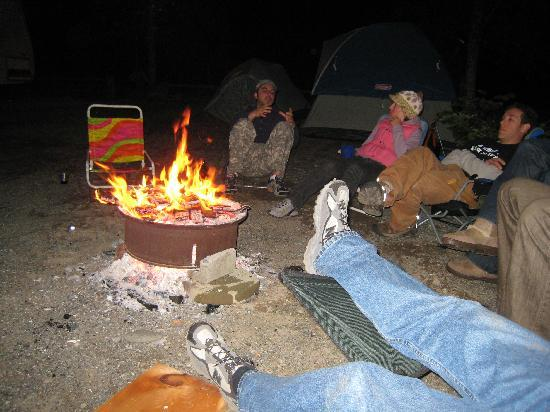 Kamp Klamath RV Park: Campfire and Conversation