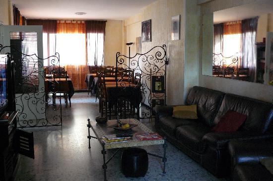 Hotel Esperanto: sala tv e colazione