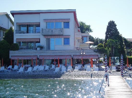 Hotel Du Lac: Beach and breakfast terrace