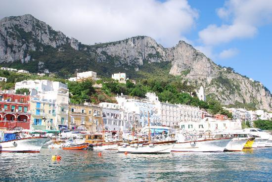 Hotel Canasta: Arriving in Capri