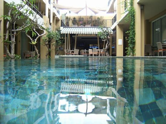 100 Sunset Boutique Hotel: the 100 sunset pool , kuta , bali