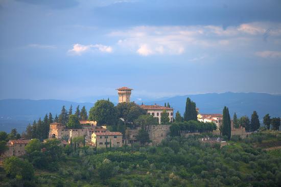 Castello Vicchiomaggio: Vicchiomaggio Castel from Verrazzano