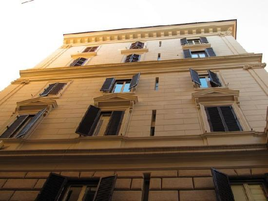 Surprising in Rome: Building side