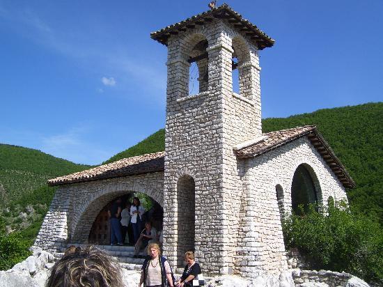 Cascia, Italie : cappella sullo scoglio