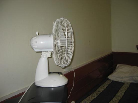 Apollo Hotel - Bayswater: the broken, noise making fan on an old T.V