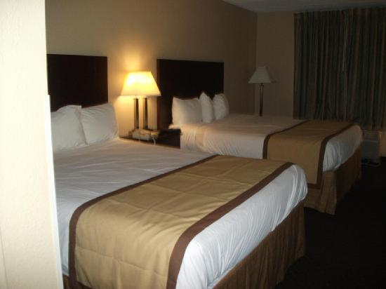 Best Western Executive Hotel: Double Beds