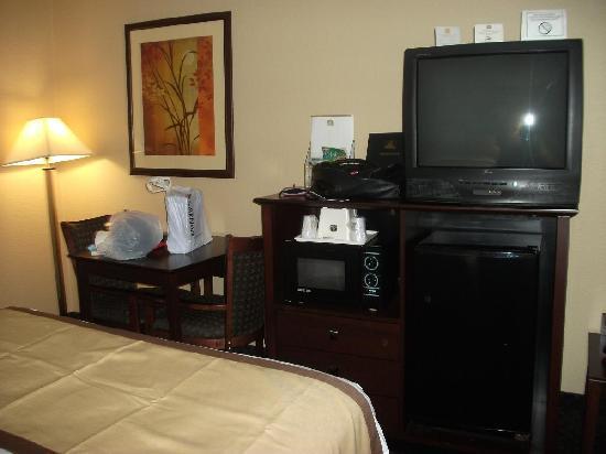 Best Western Executive Hotel: Fridge/TV/Sitting Area