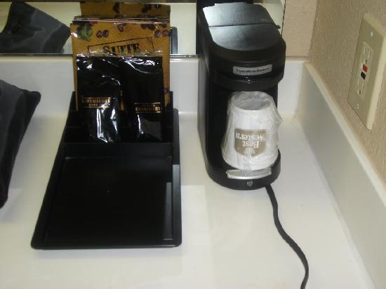 BEST WESTERN Executive Hotel: Single Coffe Cups/Maker