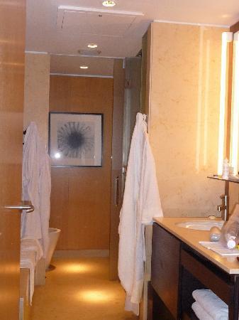 Palacio Duhau - Park Hyatt Buenos Aires: Lovely marble bathroom