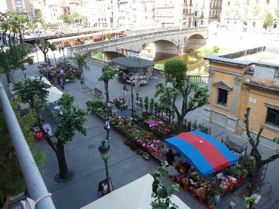 Bells Oficis: view from balcony large room - flower market sat am