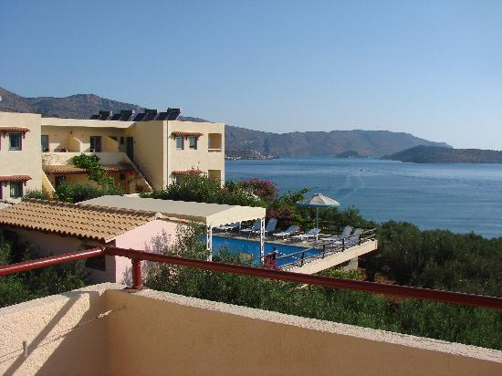 Elounda Heights Apartments and Studios: Vue de notre terrasse (Artemis)