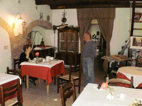Agriturismo San Paolo: Dining/Breakfast Room with a lot of character
