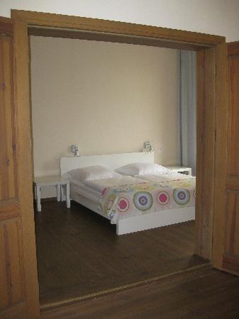 Schoenhouse Apartments : Apartment 301 - Bedroom