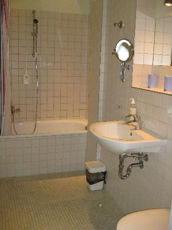 Schoenhouse Apartments: Apartment 301 - Bathroom