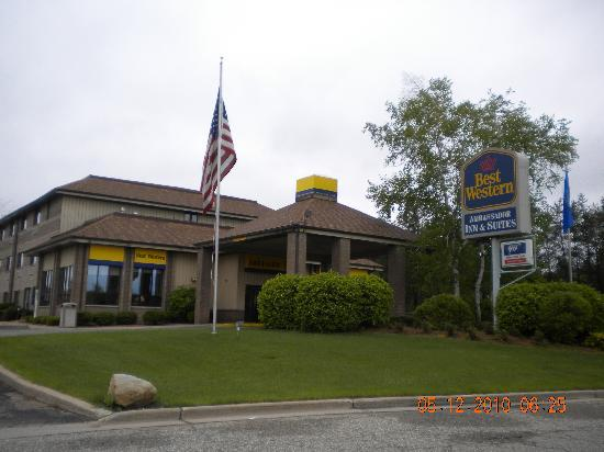 Best Western Ambassador Inn & Suites: entrance