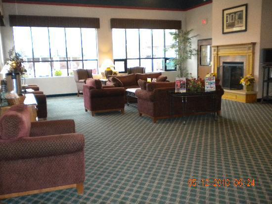 BEST WESTERN Ambassador Inn & Suites: nice lobby