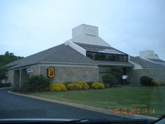 Super 8 Westlake/Cleveland: motel entrance