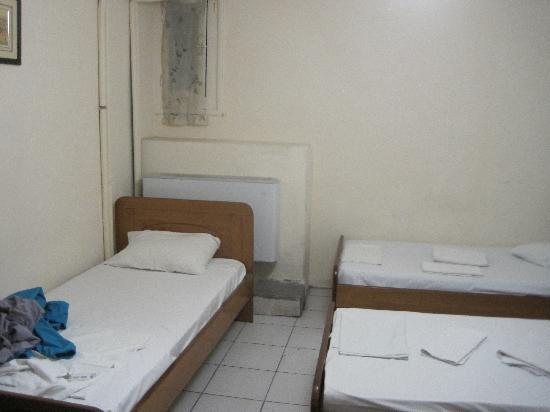 Hotel Fivos: dorm room with 4 single beds