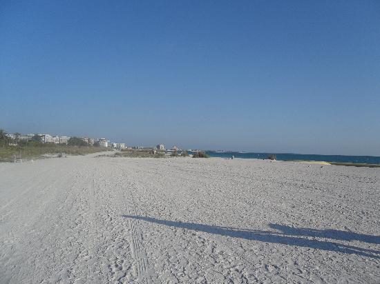 Gulf Tides Inn : Beach 2 minutes away