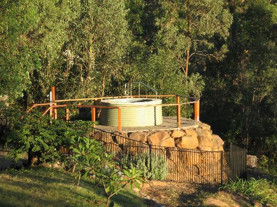 Wallaby Ridge Retreat: The spa bathed in sunlight from the setting sun