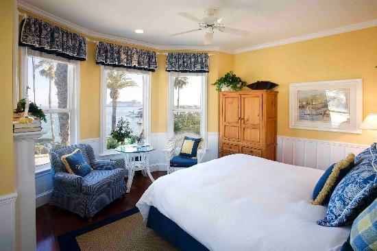Snug Harbor Inn: Santa Catalina