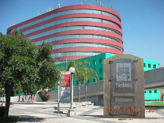 Holiday Inn Parque Fundidora: desde otra vista