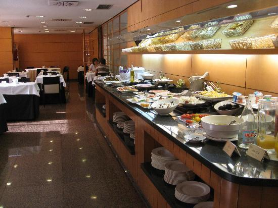 Silken Puerta Madrid: Breakfast Buffet 12Eu pp