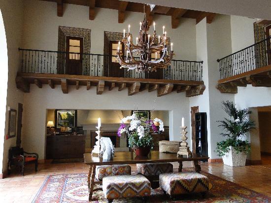 Ojai Valley Inn & Spa: front lobby concierge desk