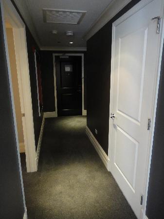 Waldorf Astoria Chicago : Entryway hallway