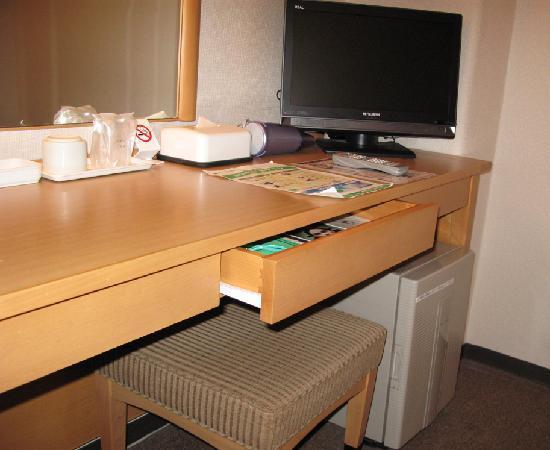 Grace Inn Nagoya : 机まわり