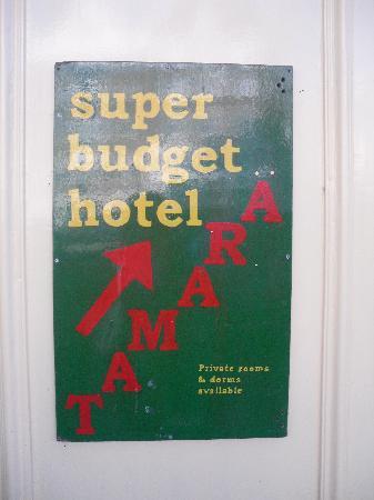 Hotel Tamara: hotel sign loool