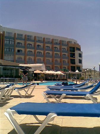 Dolmen Resort Hotel: la piscina scoperta