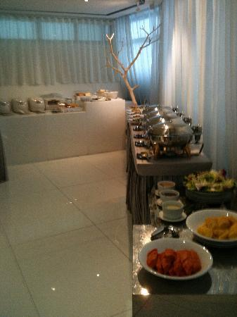 Ambience Hotel: The daily breakfast buffet was fabulous!