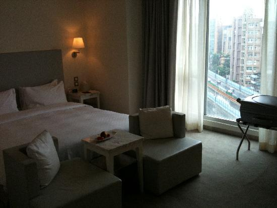 Ambience Hotel: Deluxe Suite view of the highway