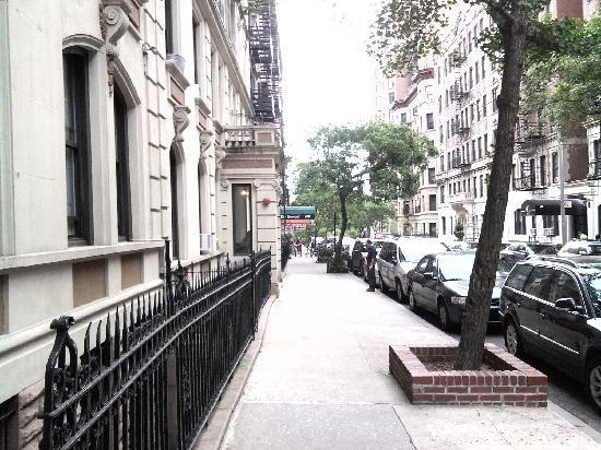 Hotel Alexander: la strada fuori dall'hotel