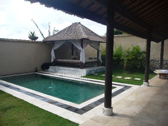 Ocean Blue Bali: Villa pool