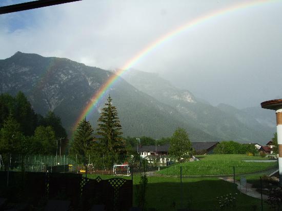 Hotel Kristall: Wir holen den Regenbogen in den Kristall-Garten