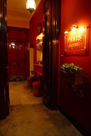 Paris Hotel : entrance