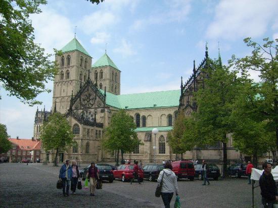 Muenster, Tyskland: St. Paulus-Dom und Domplatz