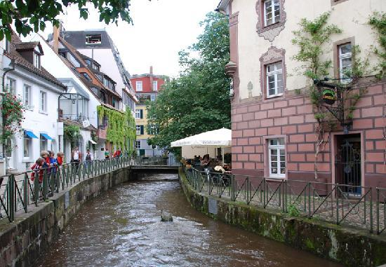 sichelschmiede restaurant overlooking canal picture of sichelschmiede freiburg im breisgau. Black Bedroom Furniture Sets. Home Design Ideas