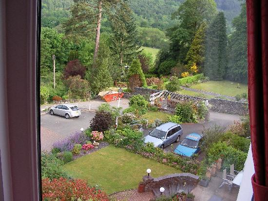 Bryn Bella Guest House: Rm 3 view of gardens nearby