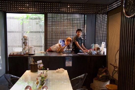 Andon Ryokan: Eingangs- / Essbereich mit Kueche