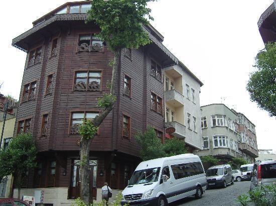 Emine Sultan Hotel : The Hotel Front