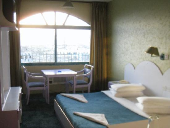 Al Zatari: Comfortable room