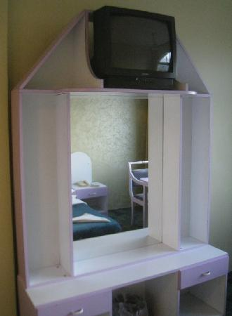 Al Zatari: make-up table
