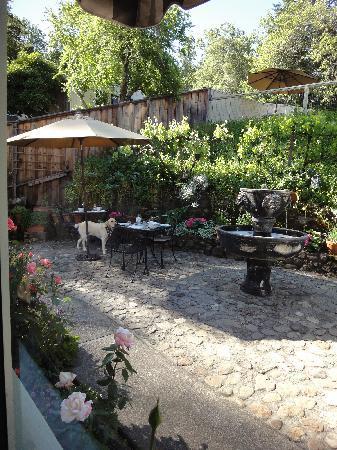 The Chanric Inn: 気持ちの良い中庭&ディネガン