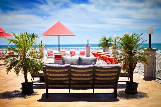 Matador Oceanfront Resort: Outdoor Sofa Seating!